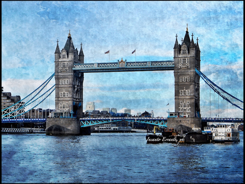 tower-bridge-e-lazzurro-tra-cielo-e-mare