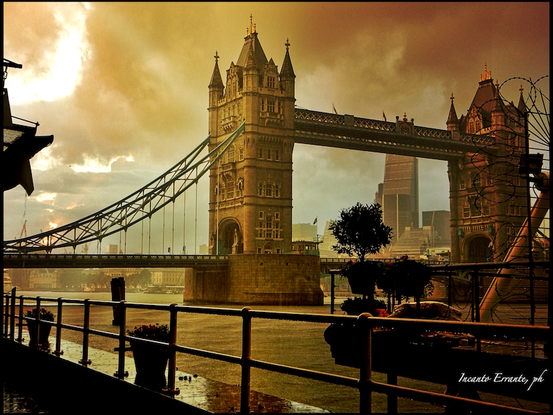 tower-bridge-in-una-giornata-di-nubi