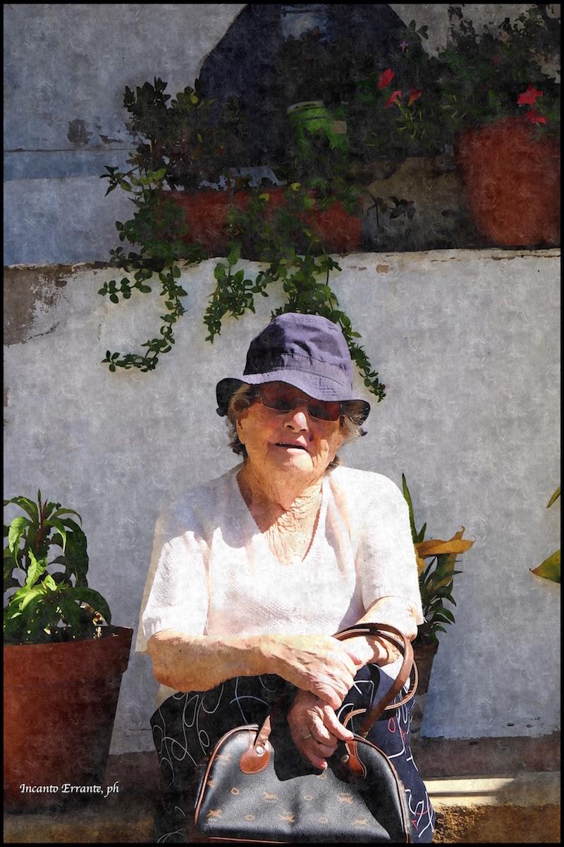 la-signora-con-cappello-blu